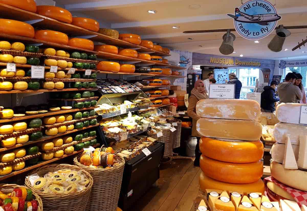 Einer der zahlreichen Käseläden Amsterdams – Foto: Lena Ziehres