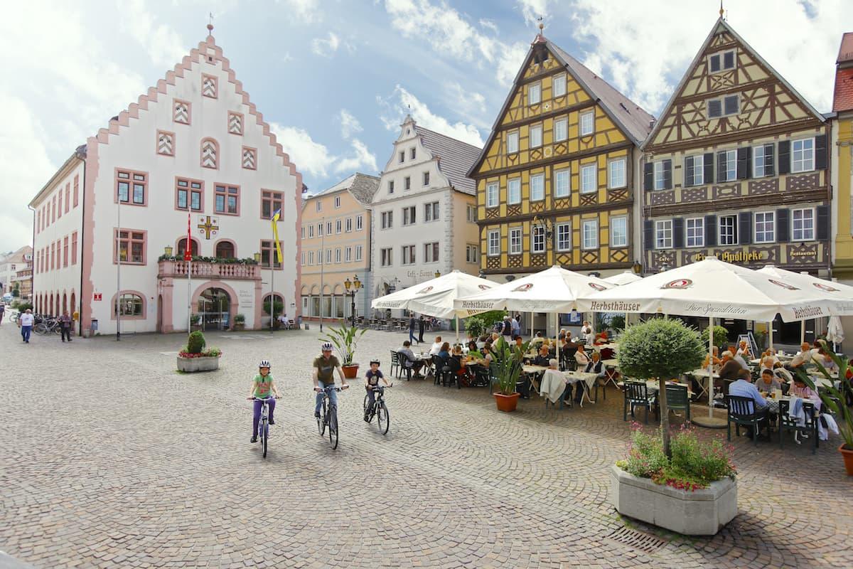 Taubertal: Marktplatz Bad Mergentheim mit altem Rathaus – Foto: Bad Mergentheim