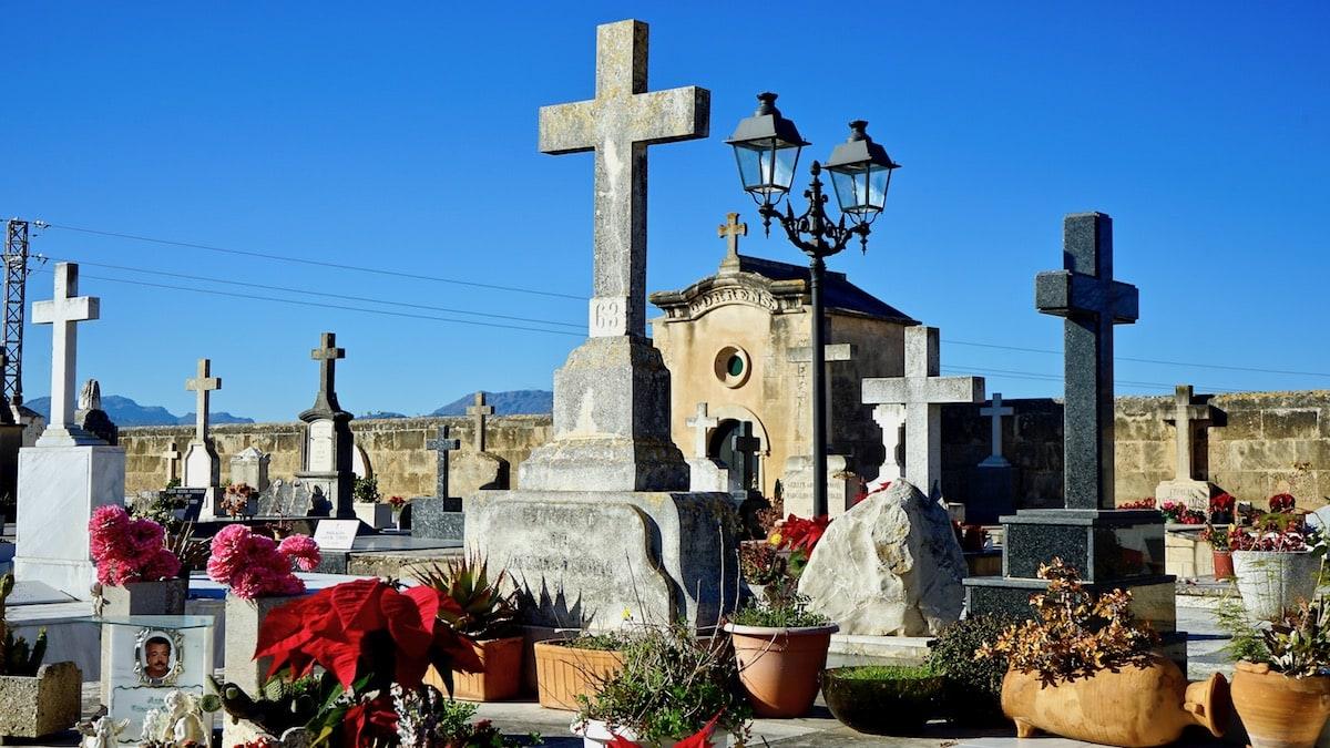 Auf dem Friedhof von Alcúdia, Mallorca – Foto: Beate Ziehres