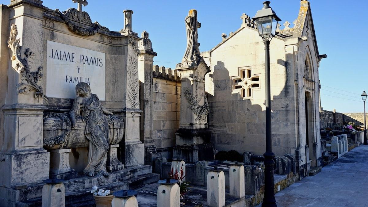 Alcúdia,Mallorca: Impression vom Friedhof – Beate Ziehres
