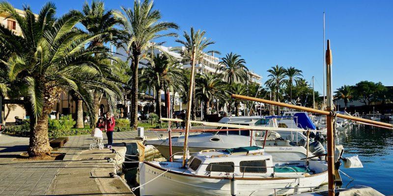 Am Hafen von Alcúdia, Mallorca – Foto: Beate Ziehres