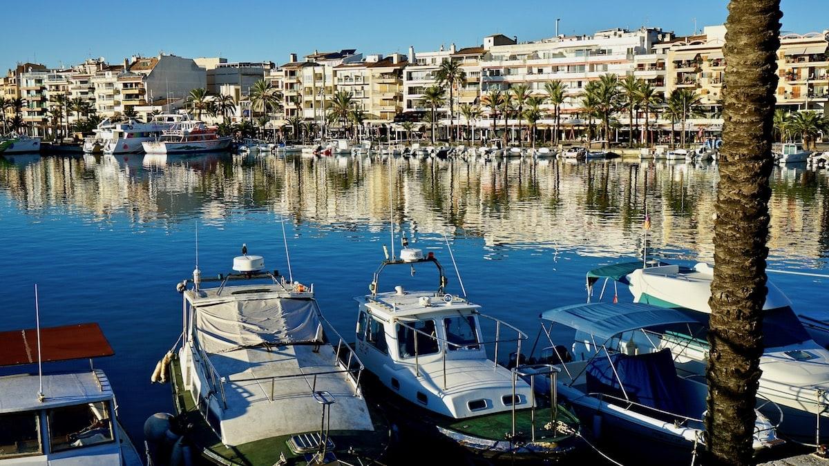 Vom kleinen Spaßboot bis zum Ausflugsdampfer macht in Alcúdia alles fest – Foto: Beate Ziehres