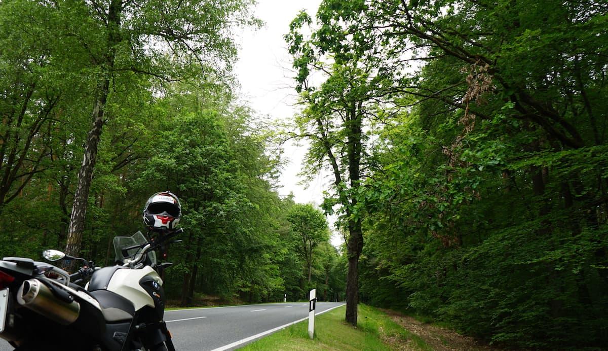 Altmark, Hellberge: Mit dem Motorrad in den Hellbergen. Foto: Beate Ziehres