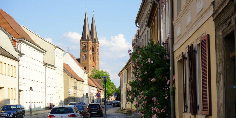 Altmark, Stendal, Blick von der Weberstraße zum Dom St. Nikolaus. Foto: Beate Ziehres