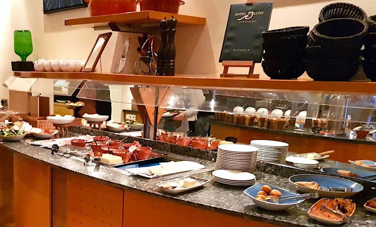 Frühstücksbuffet im Arcona Hotel Baltic Stralsund – Foto: Lena Ziehres
