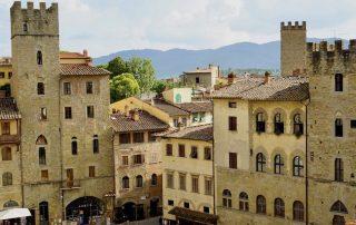 Arezzo, Toskana, Italien: die Piazza Grande – Foto: Beate Ziehres