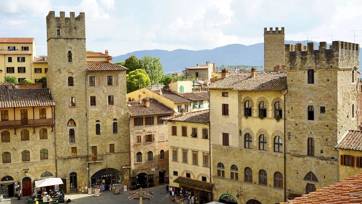 Toskana, Italien: Mein Lieblingsbild: Blick vom Dach des Palazzo della Fraternita dei Laici auf die Piazza Grande in Arezzo – Foto: Beate Ziehres
