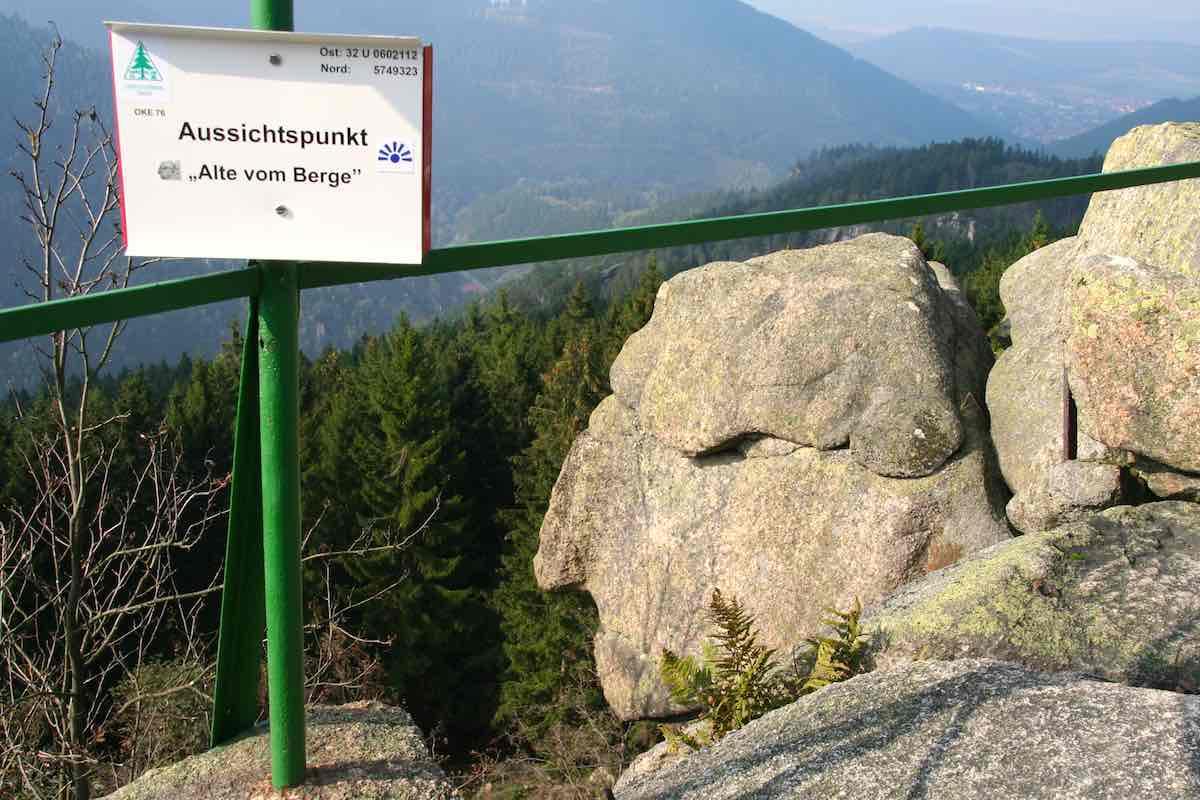 """Am Ziel der Kästeklippentour: die Felsformation """"Alte vom Berge"""" – Foto: Beate Ziehres"""