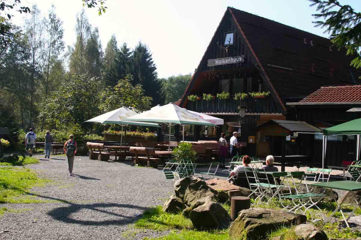 Das Molkenhaus ist ein gut erreichbares Lokal im Nationalpark Harz, bei Bad Harzburg – Foto: Beate Ziehres