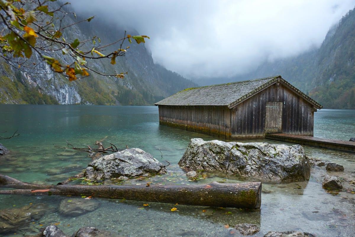Instagramable Bootshaus am Obersee im Berchtesgadener Land. Foto: Beate Ziehres / Reiselust-Mag