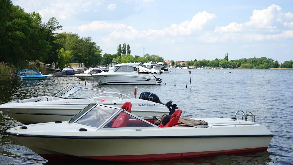 Urlaub in Deutschland: Boote am Wusterwitzer See in Brandenburg. Foto: Beate Ziehres