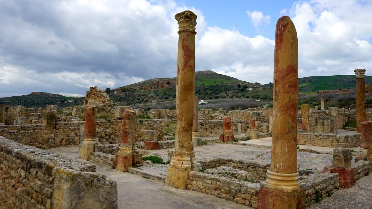 Urlaub im Norden von Tunesien: Säulen in Bulla Regia. Foto: Beate Ziehres