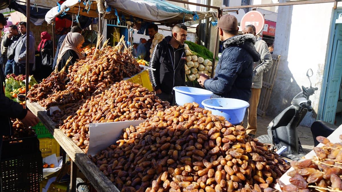 Essen in Tunesien: Dattel-Stand in Tataouine