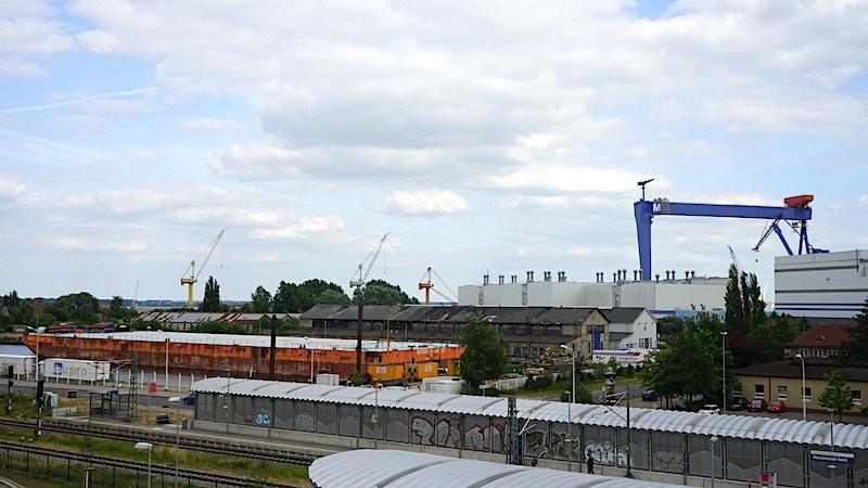 Alle Zimmer im Dock Inn sind mit Aussicht auf den Hafen von Warnemünde – Foto: Beate Ziehres