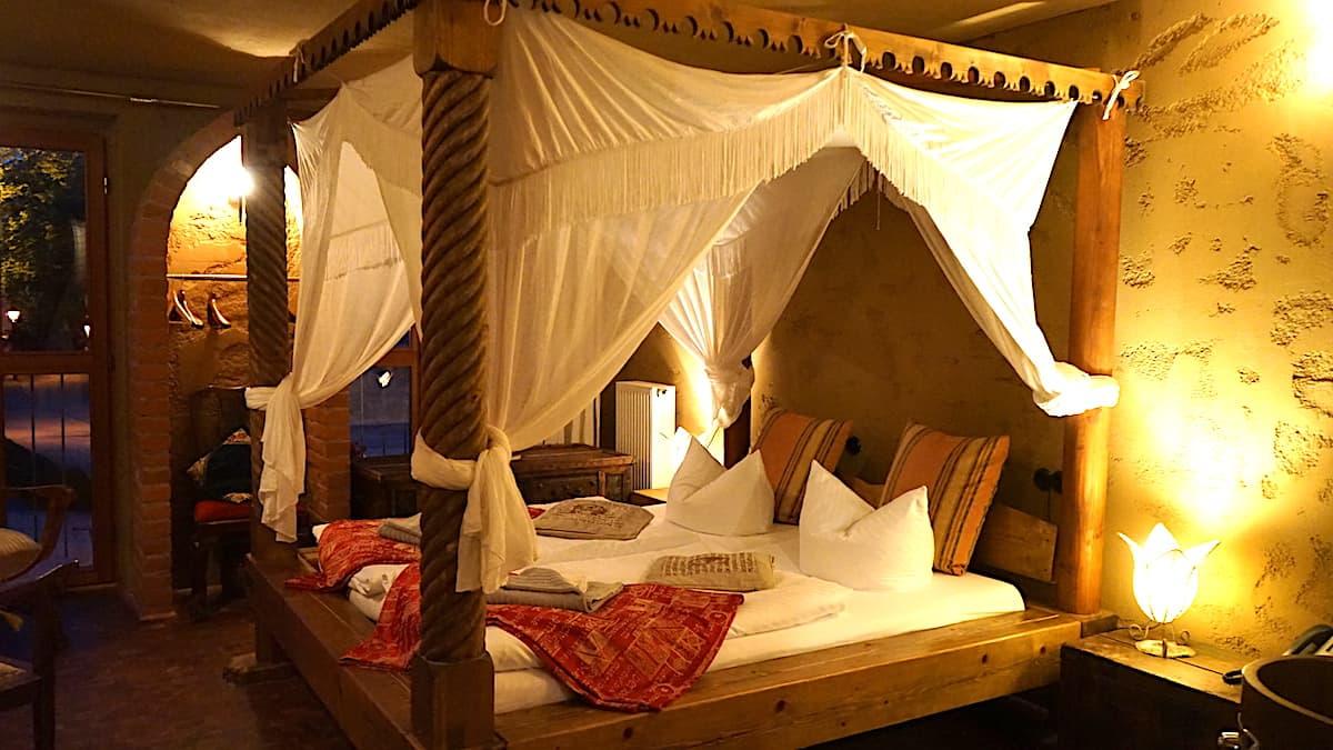 Bett im Kaiser Karl Gemach. Foto: Beate Ziehres