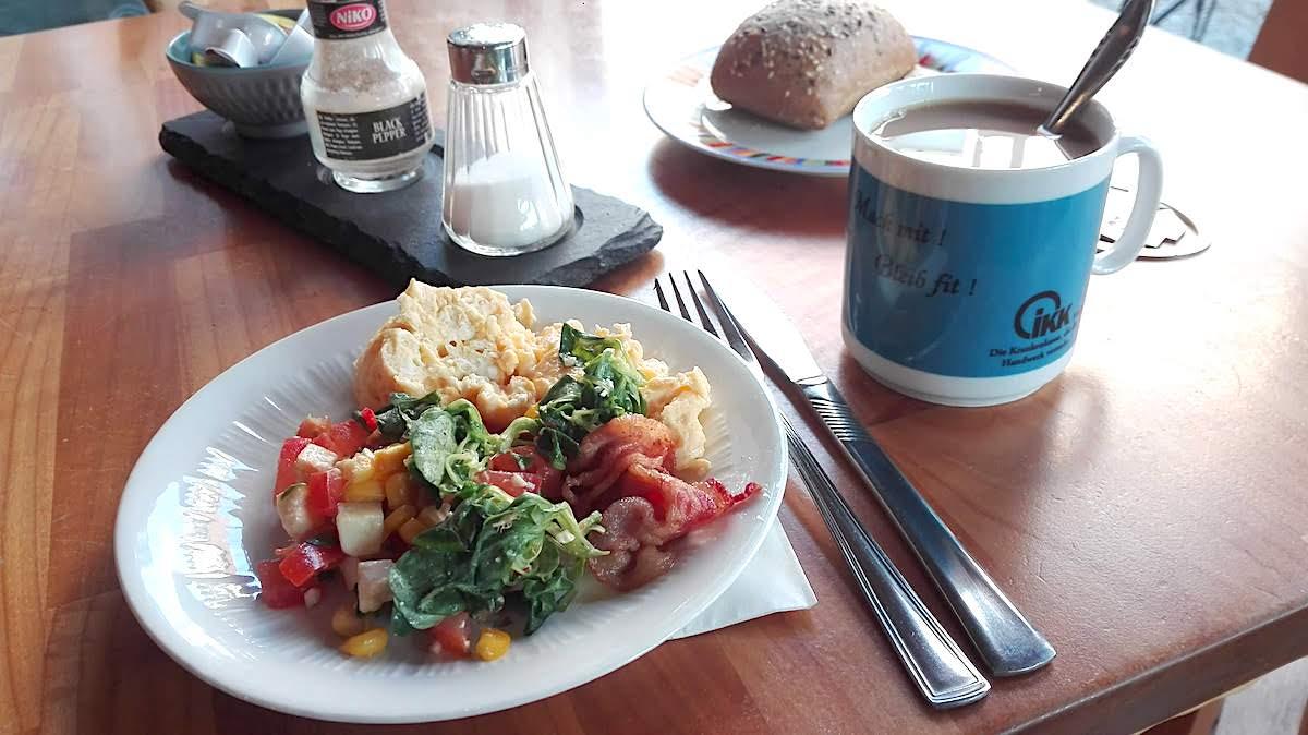 Frühstück im Café Zipfel, Exempel Schlafstuben. Foto: Beate Ziehres