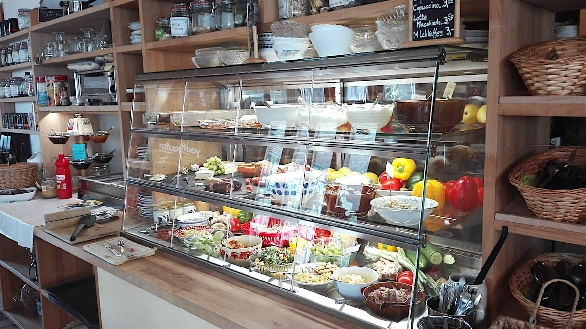 Frühstücksbuffet im Café Zipfel. Foto: Beate Ziehres