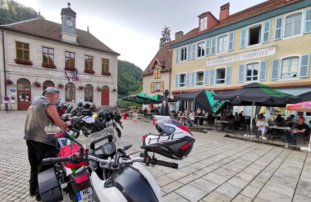 Pause in Saint-Hippolyte, Doubs, Frankreich. Foto: Beate Ziehres / Reiselust-Mag