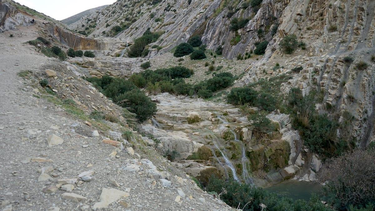 Wartet auf Urlauber: Wasserfall im Tal der Oliven, Ghezala, Nordtunesien. Foto: Beate Ziehres