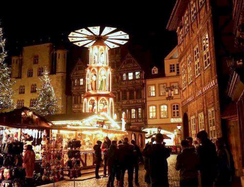 Hildesheim: Weihnachtsmarkt auf dem historischen Marktplatz