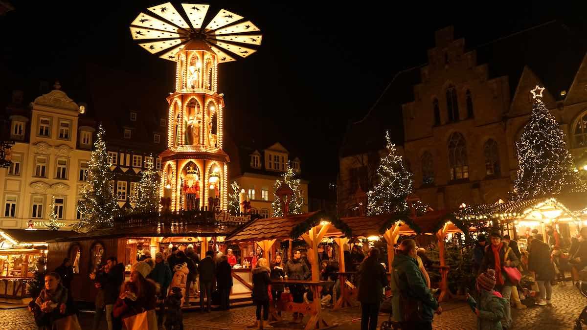 Einfach zauberhaft: Weihnachtsmarkt auf dem historischen Marktplatz von Hildesheim – Foto: Beate Ziehres