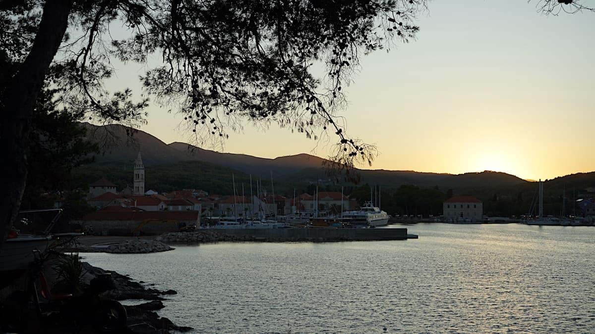 Jelsa, Hvar. Sonnenuntergang. Foto: Beate Ziehres