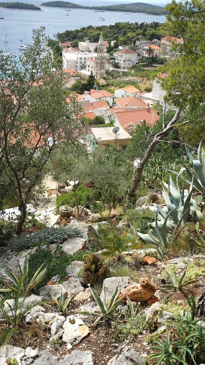 Hvar, Blick vom Kräutergarten unterhalb der Festung auf die Pakleni-Inseln. Foto: Beate Ziehres