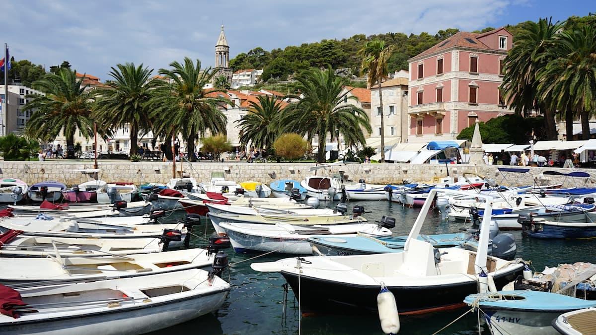Hvar, Stadthafen mit Booten. Foto: Beate Ziehres