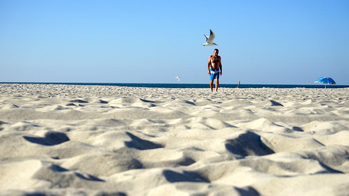Geht auch einsam: am Oststrand von Leba an der polnischen Ostsee – Foto: Beate Ziehres