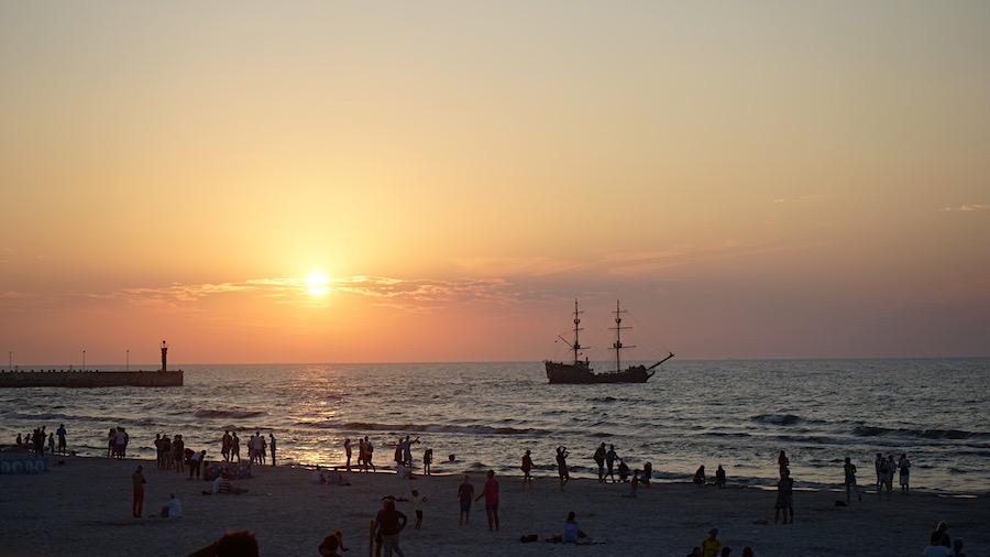 Sonnenuntergang am Strand von Leba – Foto: Beate Ziehres