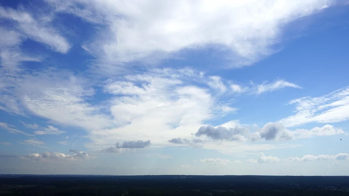 Dem Himmel so nah auf dem Leuchtturm von Stilo bei Leba, polnische Ostsee – Foto: Beate Ziehres