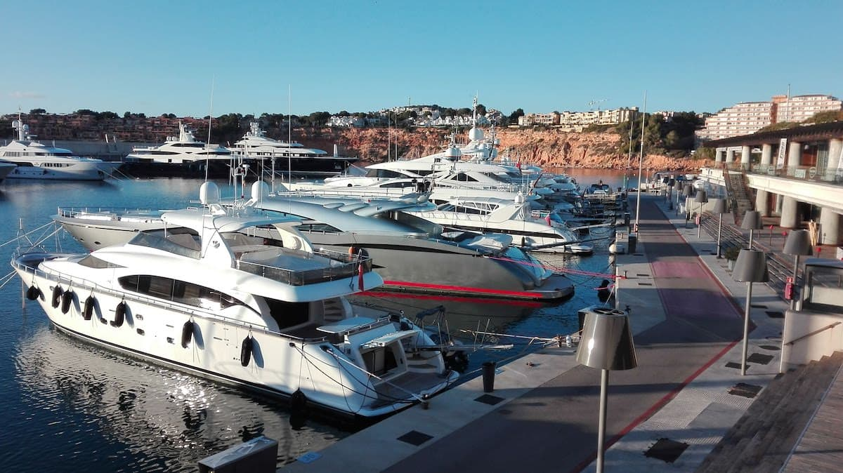 Mallorca im Winter: Nachmittag in Port Adriano. Foto: Beate Ziehres