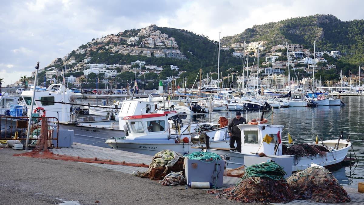 Mallorca im Winter: Fischer in Port d'Andratx. Foto: Beate Ziehres