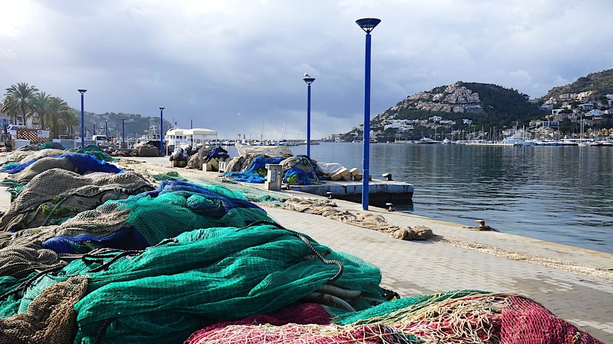 Winter in Port d'Andratx, Mallorca. Fischernetze. Foto: Beate Ziehres