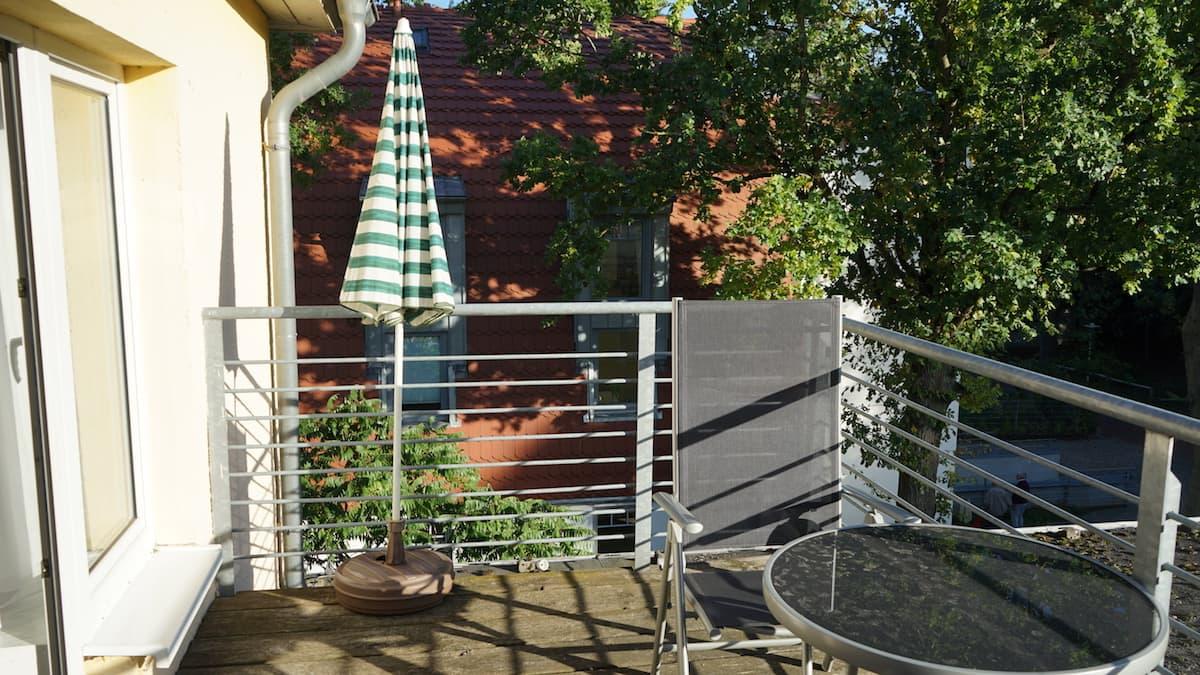 Mecklenburg-Vorpommern barrierefreier Urlaub: Balkon im Aura-Hotel, Haus Seeschlösschen in Boltenhagen. Foto: Beate Ziehres