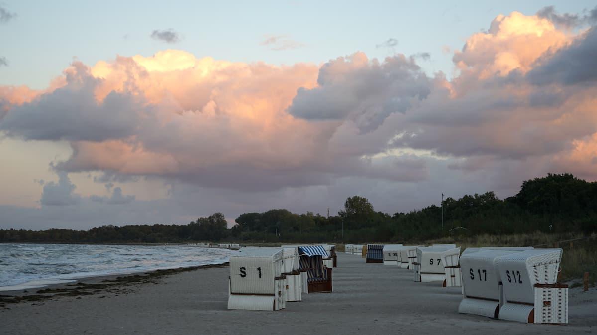 Mecklenburg-Vorpommern barrierefreier Urlaub: Strand vor dem Aura-Hotel, Haus Seeschlösschen in Boltenhagen. Foto: Beate Ziehres