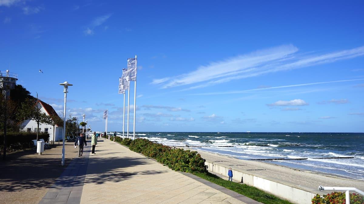 Mecklenburg-Vorpommern barrierefreier Urlaub: Barrierefreie Uferpromenade in Kühlungsborn. Foto: Beate Ziehres