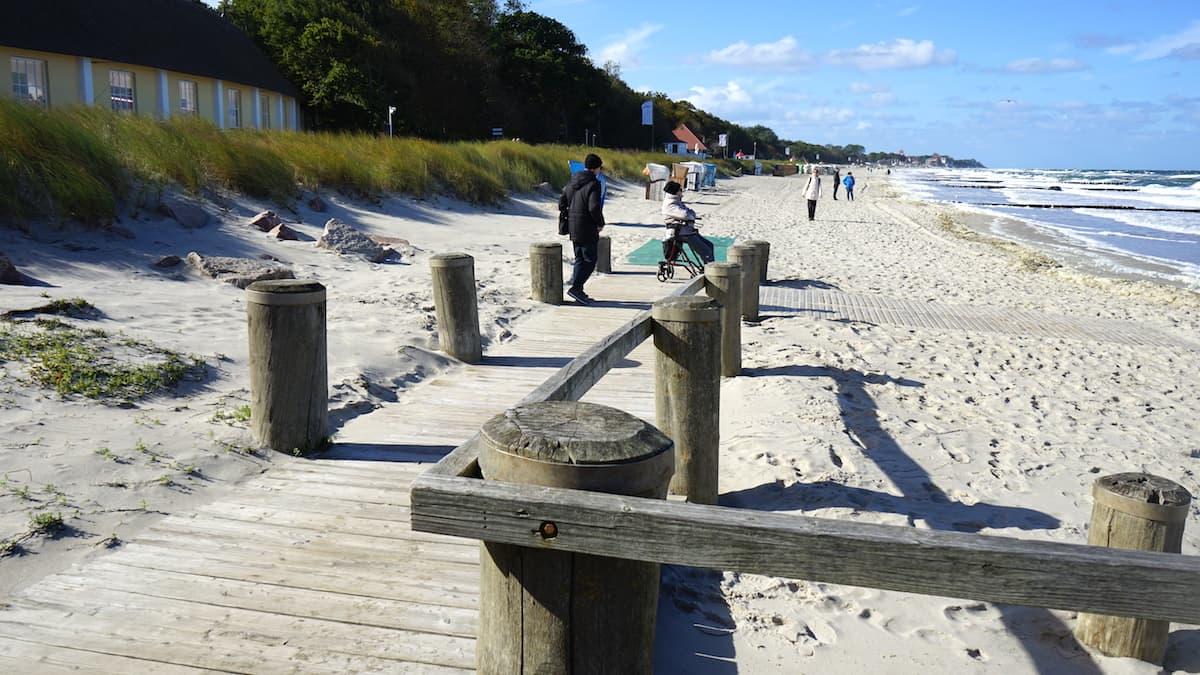 Mecklenburg-Vorpommern barrierefreier Urlaub: Barrierefreier Strandzugang in Kühlungsborn. Foto: Beate Ziehres