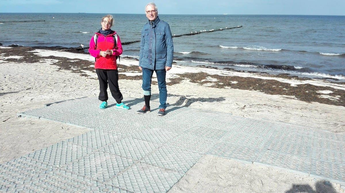Mecklenburg-Vorpommern barrierefreier Urlaub: Barrierefreier Strand Am Schwarzen Busch auf der Insel Poel. Foto: Beate Ziehres
