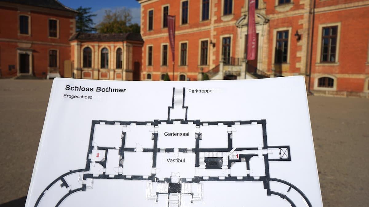 Mecklenburg-Vorpommern barrierefreier Urlaub: Taktiler Lageplan von Schloss Bothmer. Foto: Beate Ziehres