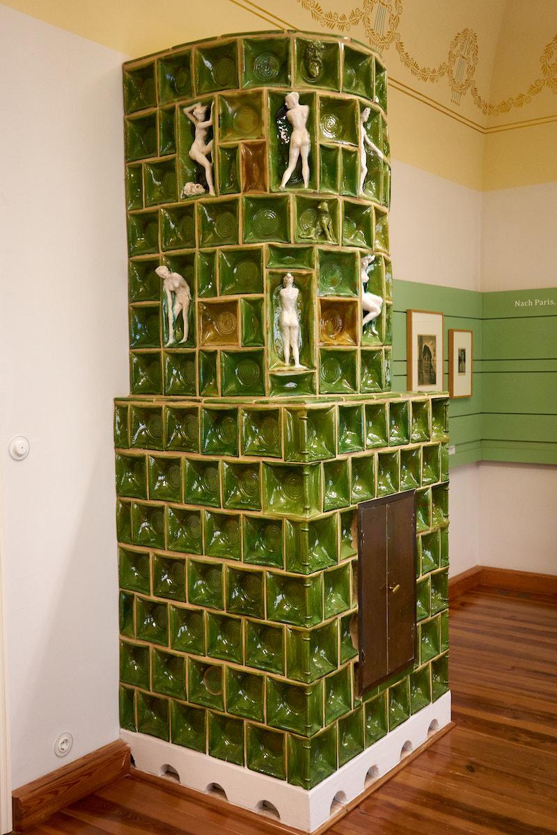 Kachelofen im Klingerhaus. Foto: Beate Ziehres, Reiselust-Mag