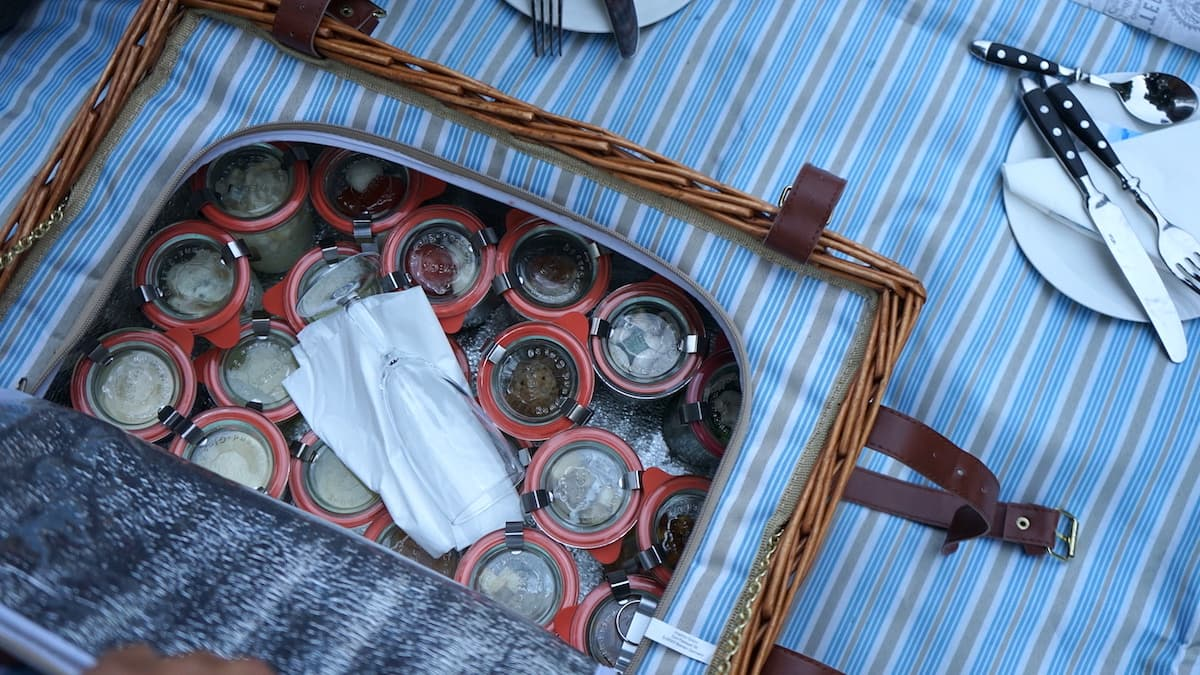 Oberbruch, Neuhardenberg Schloss, Picknickkorb aus der Schlossküche. Foto: Beate Ziehres