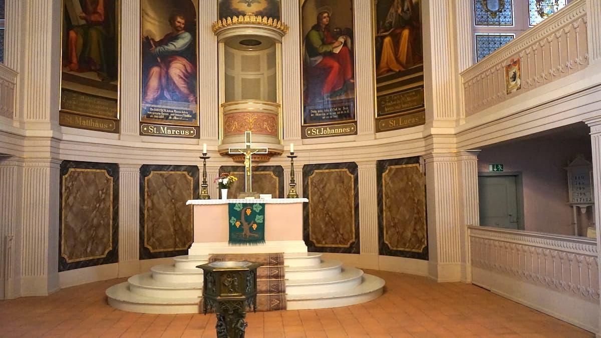 Oberbruch, Neuhardenberg. Altar der Schinkelkirche. Foto: Beate Ziehres