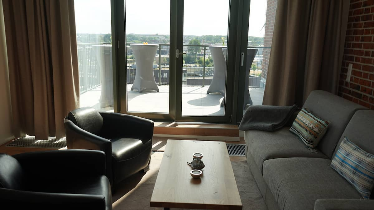 Wohnzimmer in Appartement 44, Ohlerich Speicher, Wismar. Foto: Beate Ziehres