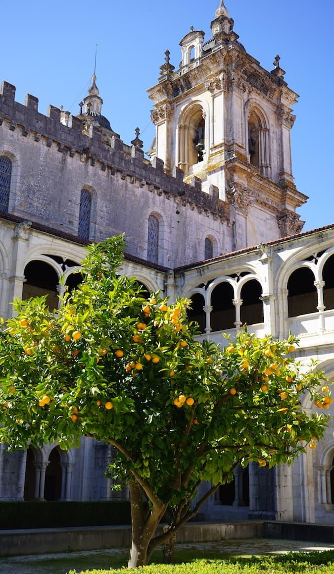 Portugal, Innenhof des Klosters Alcobaca. Foto: Beate Ziehres