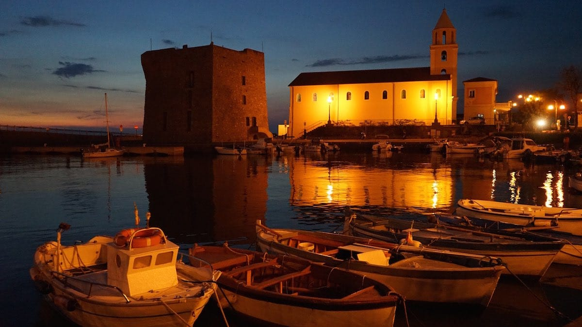 Der Hafen von Acciaroli in Kampanien, Italien, am Abend – Foto: Beate Ziehres