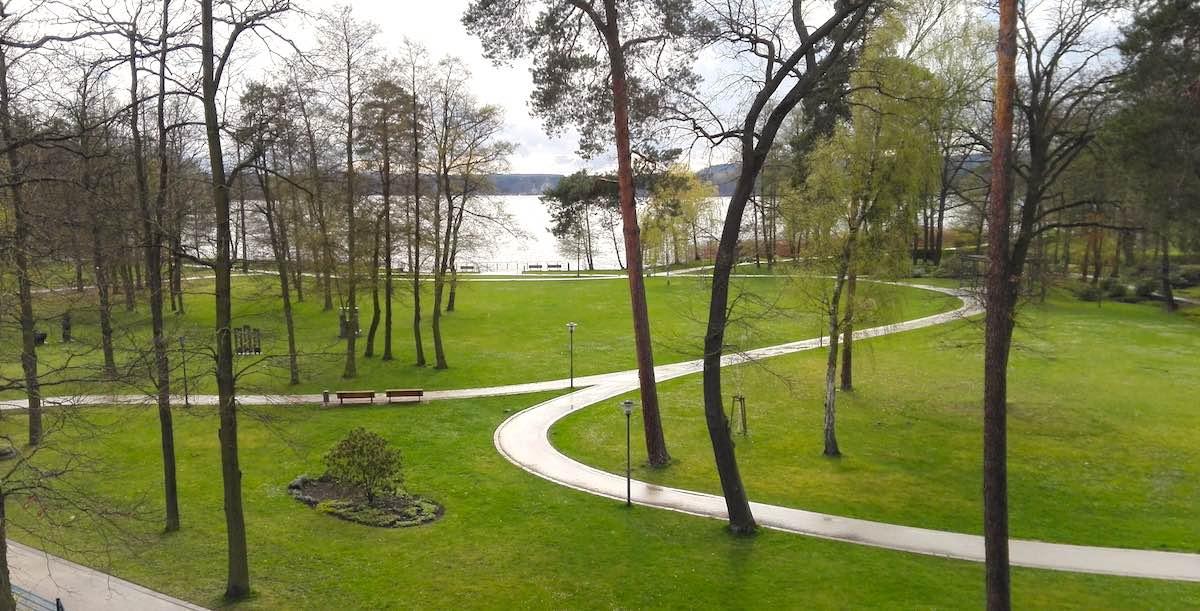 Blick von der Panorama-Sauna der Bad Saarow Therme zum Scharmützelsee – Foto: Beate Ziehres