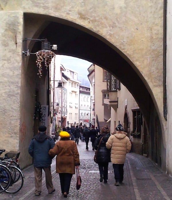 Durchgang des Zallingerturms in der Streitergasse, Bozen, Südtirol – Foto: Beate Ziehres
