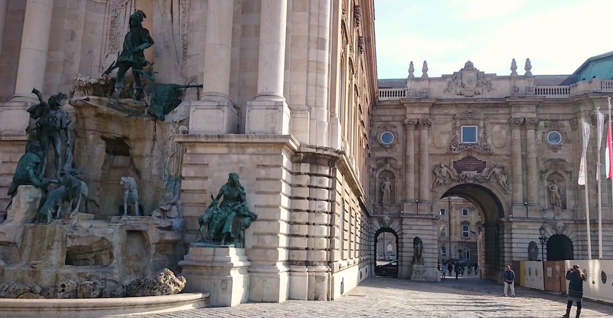 Sehenswürdigkeiten Budapest: Der Burgpalast – Foto: Lena Ziehres