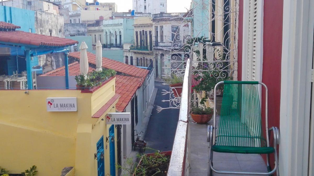 Balkon mit Aussicht in der Casa Floridiana, Havanna – Foto: Beate Ziehres